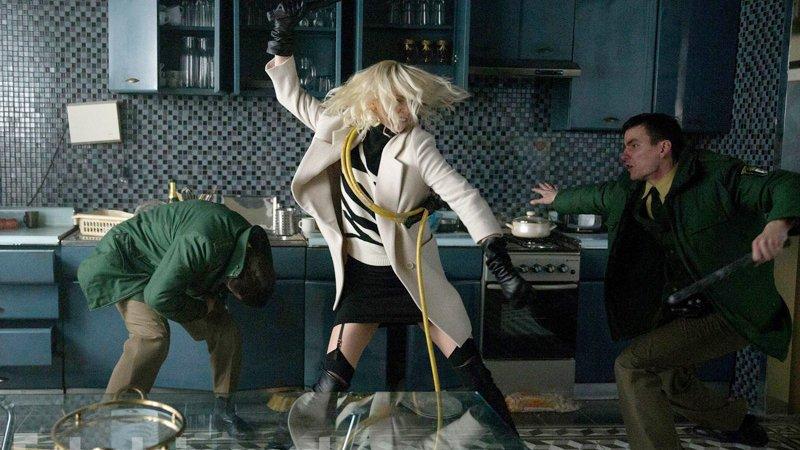 Рецензия на «Взрывную блондинку» с Шарлиз Терон. - Изображение 4