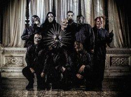 Посмотрите новый клип Slipknot— там странные люди обливаются кровью ивзрывают автобус
