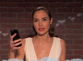 Голливудские звезды читают грубые сообщения осебе изTwitter