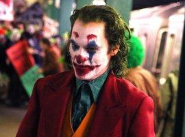 Хоакин Феникс сходит с ума в новом трейлере «Джокера»