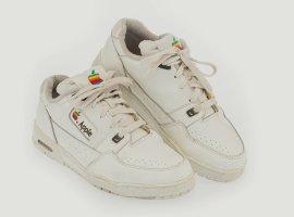 Ретро-кроссовки Apple ушли саукциона за1,2 млн рублей
