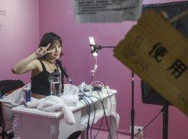 ASMR и откровенные наряды – что запрещено стримерам в Китае?