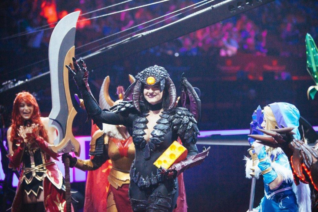 Лучший косплей по Dota 2 c The International - фото девушек в костюмах из Dota 2 | Канобу - Изображение 14