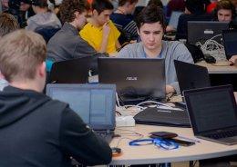 Школьники предсказали результаты матчей по Dota 2. Победителям достались ноутбуки, iPhone X и iPad