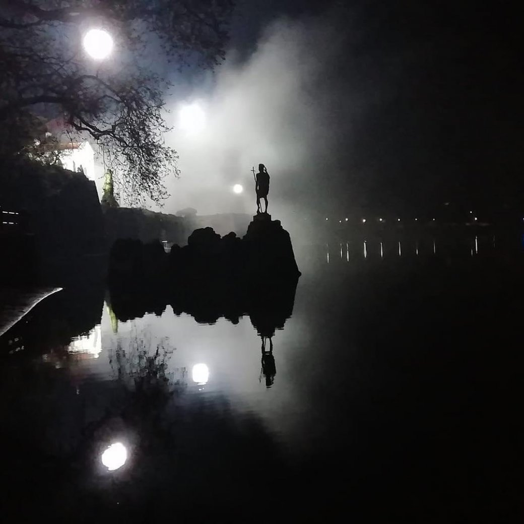 Теперь мызнаем еще одну локацию съемок «Ведьмака». Итам… две луны? | Канобу - Изображение 0