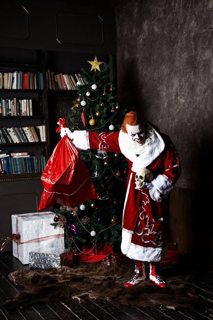 Самый жуткий новогодний косплей дня: клоун Пеннивайз изфильма «Оно» меняет имидж. - Изображение 4