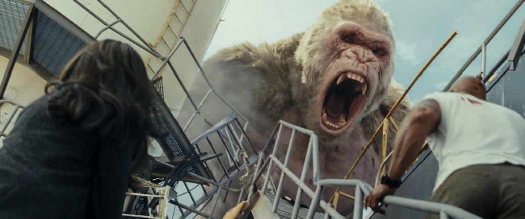 Огромные, жуткие животные иотважный Дуэйн Джонсон нановых кадрах фильма «Рэмпейдж». - Изображение 1