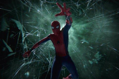 Пересмотрите самые крутые сцены из«Человека-паука: Вдали отдома» ввысоком качестве