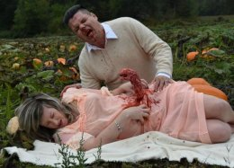 Пара фанатов «Чужого» превратила снимки беременности вночной кошмар любой матери