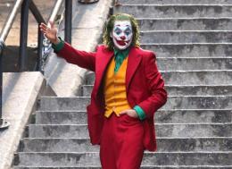 Съемки «Джокера» с Хоакином Фениксом завершены. Клоун-убийца машет вам рукой на последних фото!